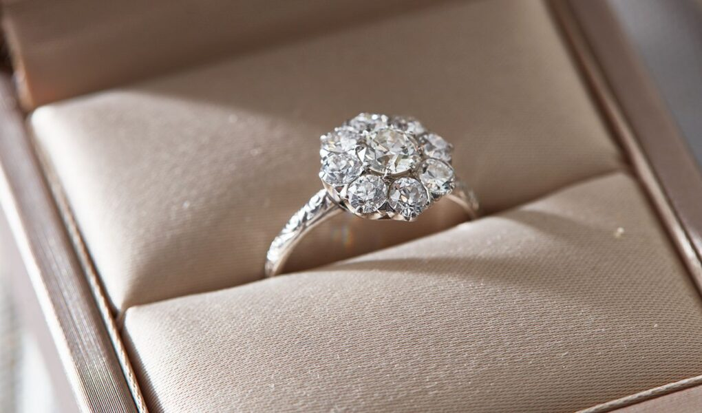 diomond engagement rings in box w
